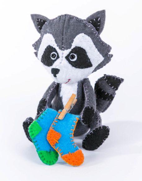 Купить ПЕРЛОВКА Набор для изготовления текстильной игрушки Крошка Енот [ПФД-1061], фетр, текстиль, пластик, Товары для изготовления кукол и игрушек